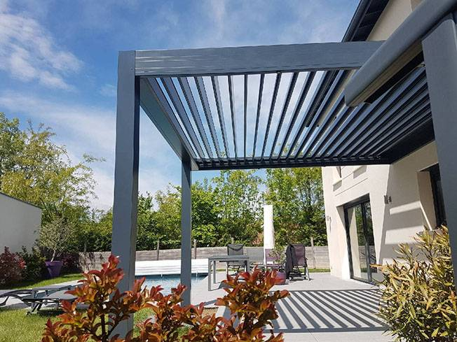 pergolas bioclimatique cailloux sur fontaines 69 conception de pergola bio climatique. Black Bedroom Furniture Sets. Home Design Ideas