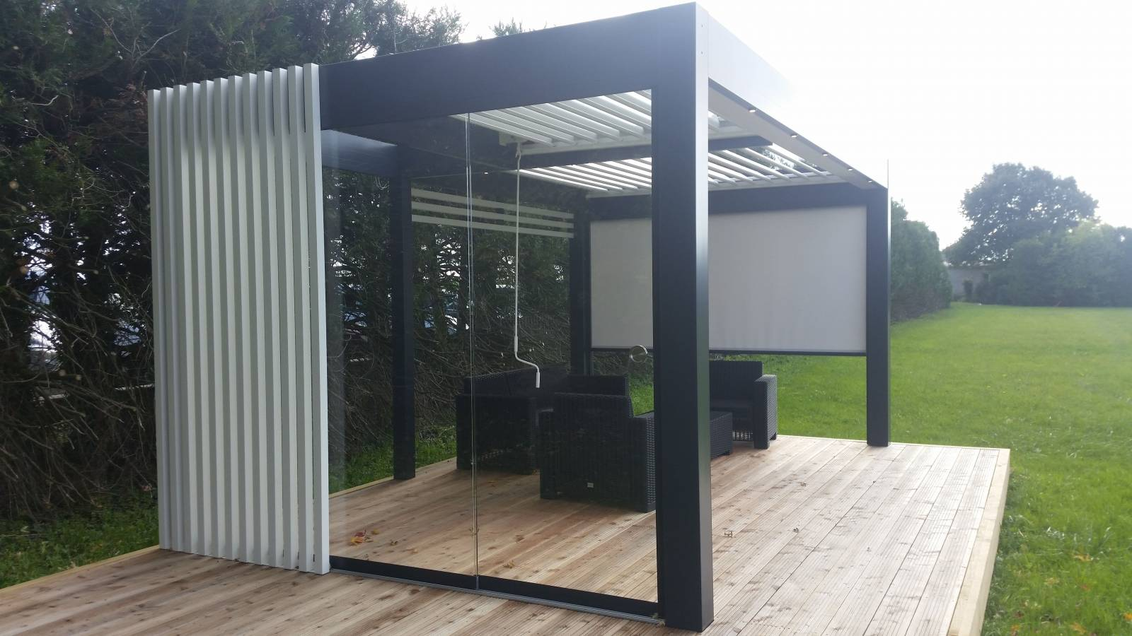 bouclier fermeture pergola bioclimatique conception de pergola bio climatique lyon. Black Bedroom Furniture Sets. Home Design Ideas